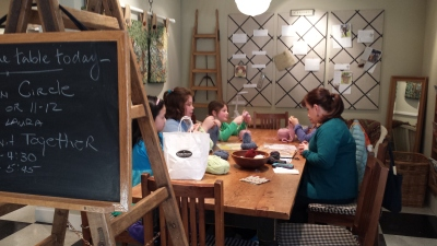 Children learning to knit at Churchmouse Yarns and Tea.
