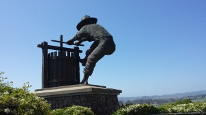 Wine crusher statue greets visitors to Napa Valley