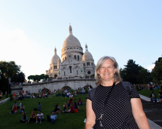 This photo looks like Sacre Coeur is on a green screen. I was really there!