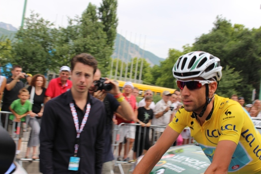 Ultimate 2014 winner Vincenzo Nibali heads to the starting line wearing the yellow jersey.