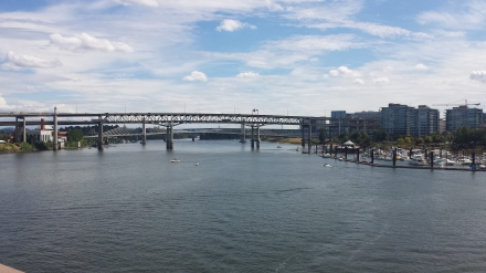 he view from the Hawthorne bridge across the Columbia River is refreshing.